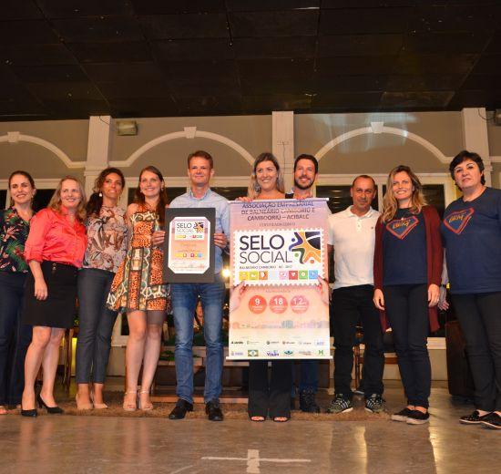 Acibalc é reconhecida por nove projetos que impactam a comunidade em noite de certificação do Selo Social