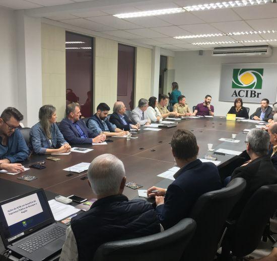 Acibalc participa de reunião plenária da Facisc em Brusque