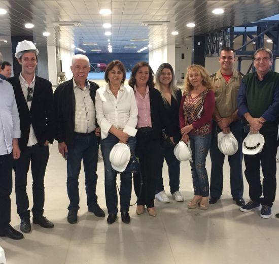 Com a presença de Ministro do Turismo, lideranças firmam compromisso de inaugurar Centro de Eventos de Balneário no mês de dezem