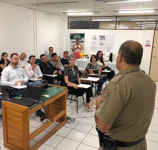 Comandante Alexandre Vieira se apresenta a empresários na Acibalc