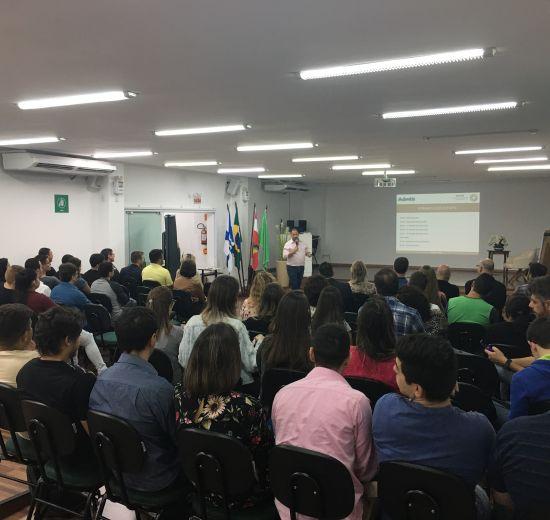 Empresários e acadêmicos discutem ideias em evento promovido pelo Nucem