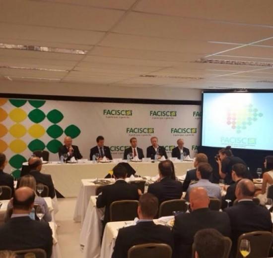 FACISC debate reforma trabalhista com Ministro Ronaldo Nogueira