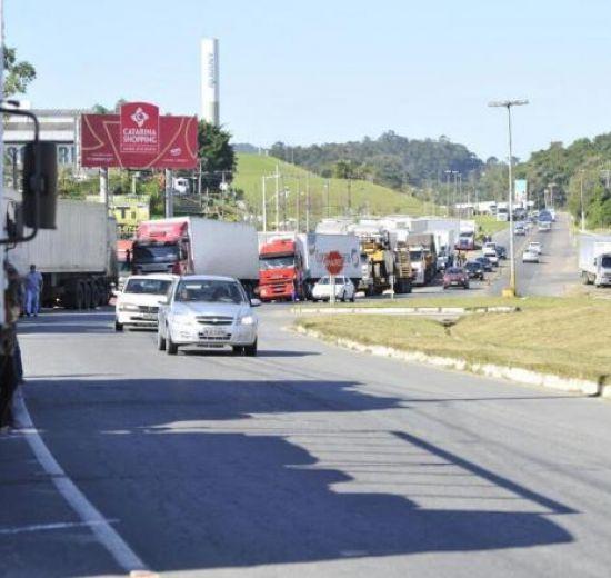 Facisc envia aos parlamentares posicionamento sobre a paralisação dos caminhoneiros