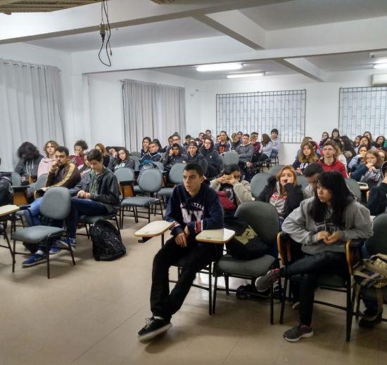 Geração Empreendedora: Núcleo da Mulher e de Jovens da Acibalc sensibilizam alunos em escolas de BC e Camboriú