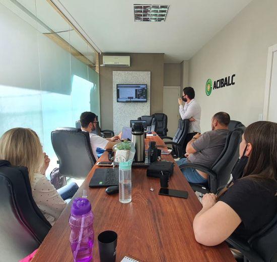 Gestão da Comunicação - Política de Comunicação da Acibalc é apresentada durante reunião de diretoria da entidade