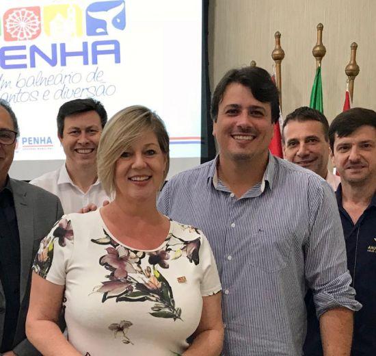 Importante matriz econômica do Estado, o Turismo é discutido em reunião com a presença do prefeito de Penha