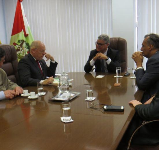 Jonny Zulauf apresenta Voz Única em agenda com representantes da administração pública
