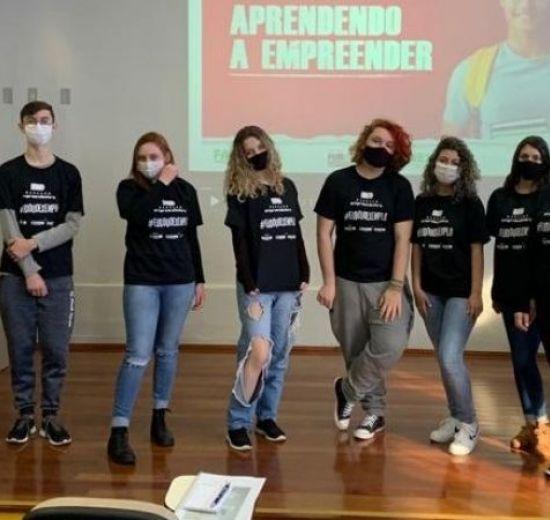 Jovens estudantes iniciam a Etapa Play do Programa Geração Empreendedora em Balneário Camboriú
