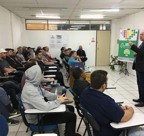 NEA/Arvesc e Acibalc realizam capacitação em Balneário Camboriú