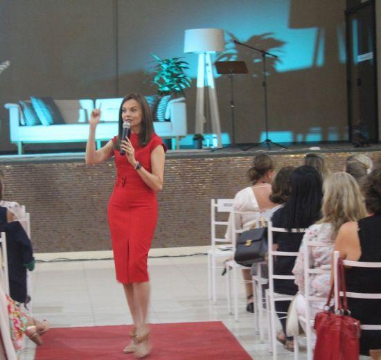 Psicanalista Lígia Guerra destaca empoderamento das mulheres em palestra em BC