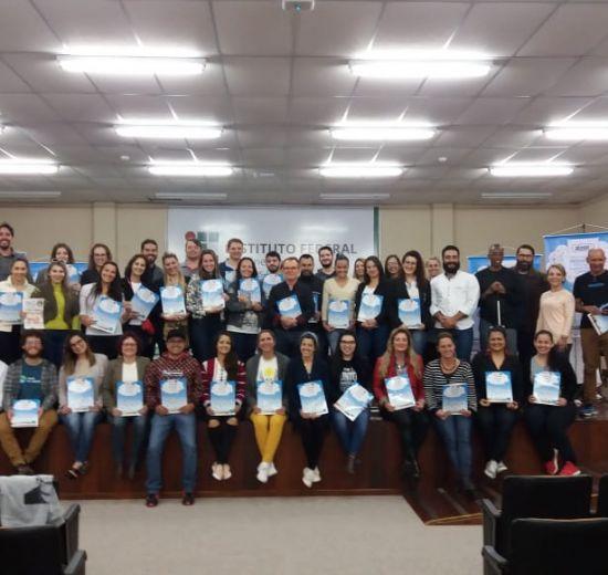 Revista Selo Social 2017 é entregue durante encontro de protagonistas do Selo Social 2018