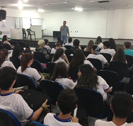Trajetória de Presidente do Cejesc é tema de bate papo com alunos da educação municipal de BC